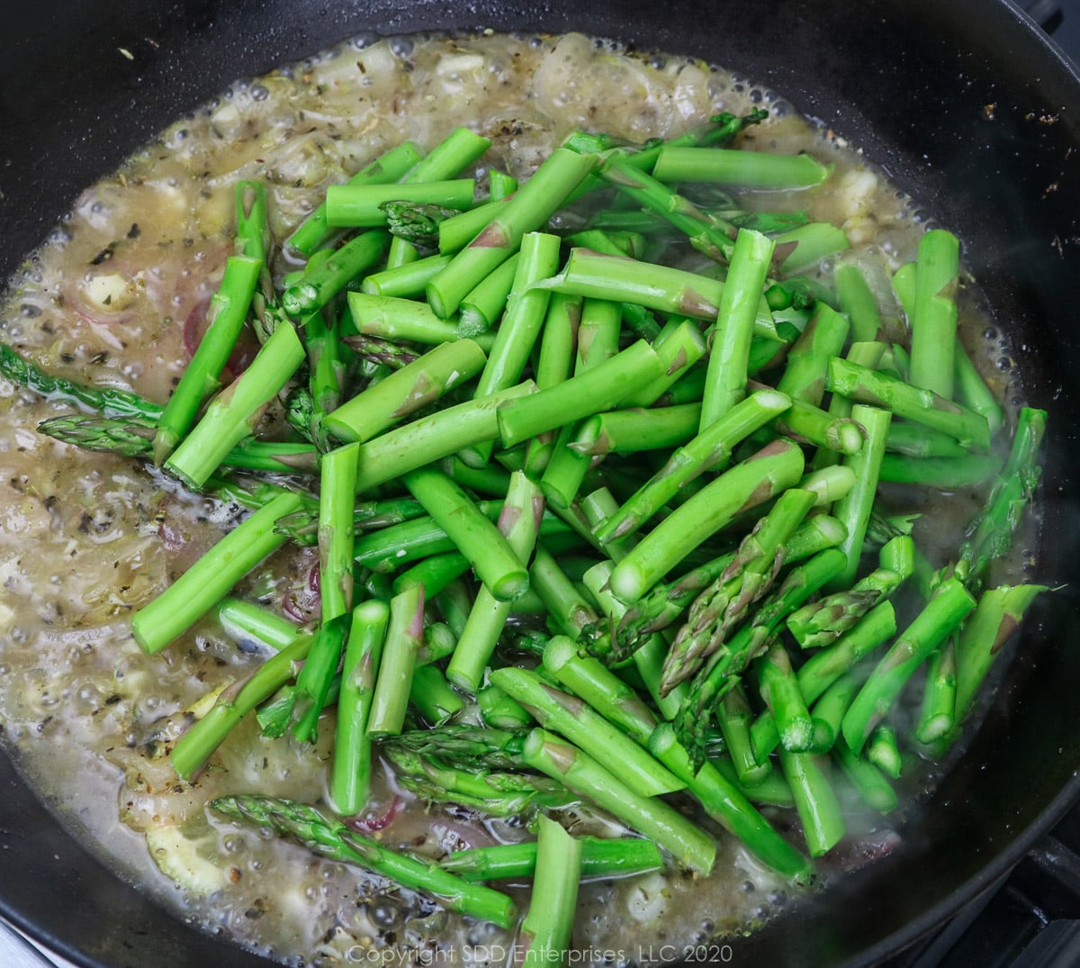 Sauteed asparagus in shallots and wine sauce