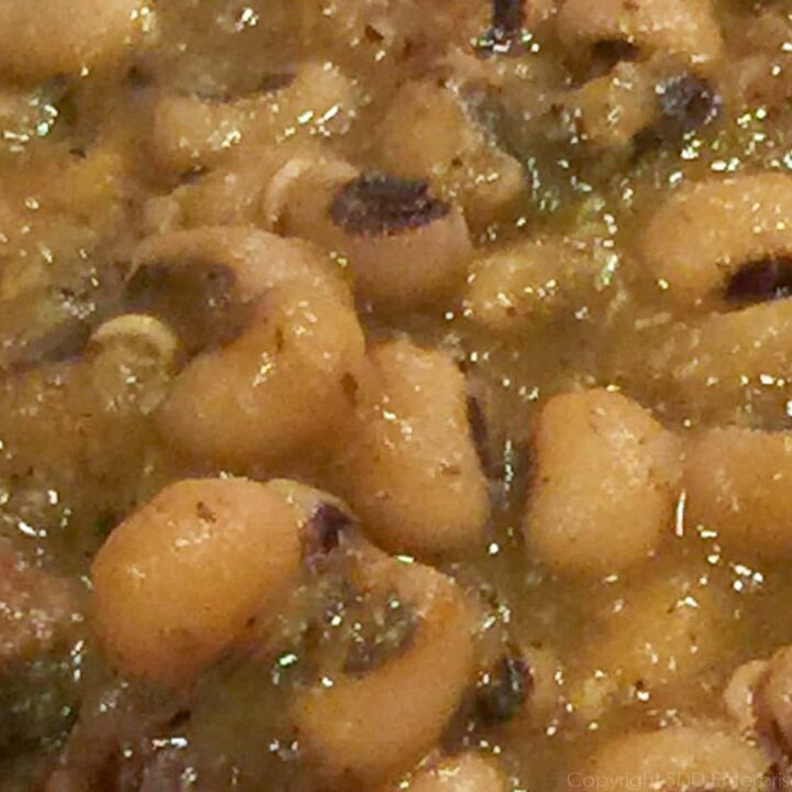 cooked black-eyed peas
