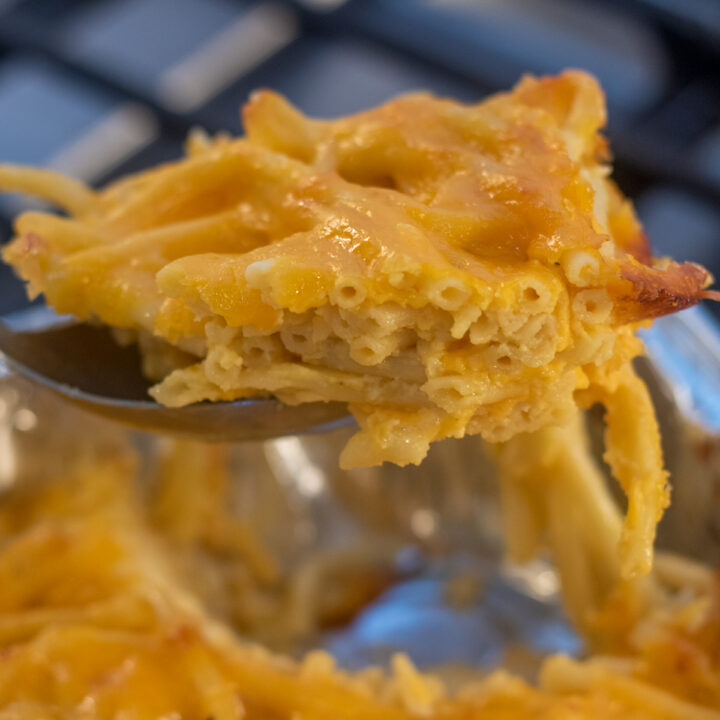 macaroni and cheese in aserving spoon