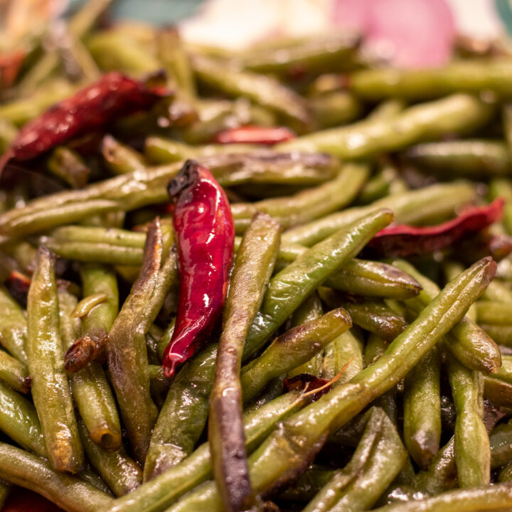 charred green beans with hot peppers